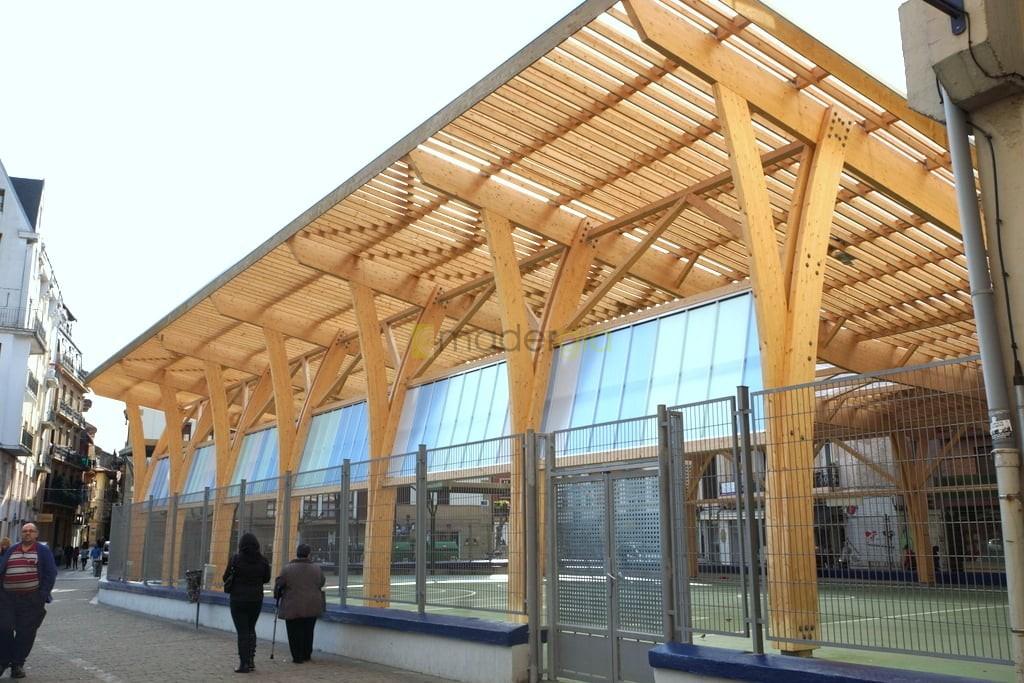 Cubierta de patio en ceip madergia - Cubiertas de madera laminada ...