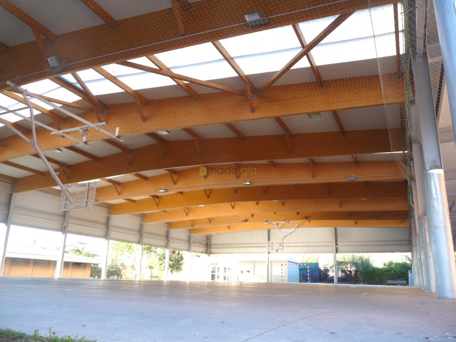 Cubierta parcial de patio de colegio madergia - Cubiertas de madera laminada ...