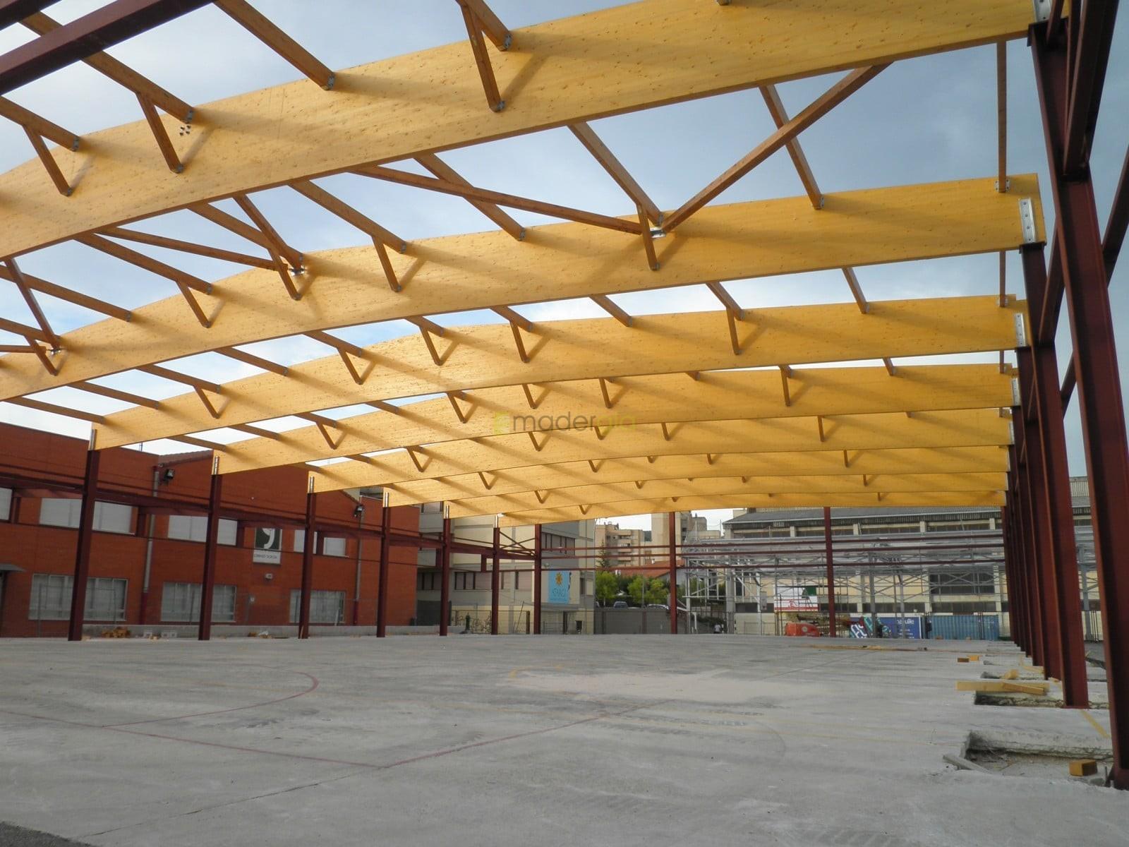 Cubierta parcial de patio de colegio madergia - Estructuras de madera laminada ...