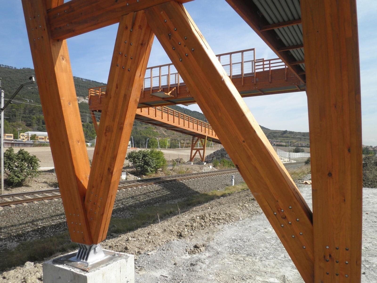 Pasarela peatonal sobre paso ferroviario madergia - Estructuras de madera laminada ...